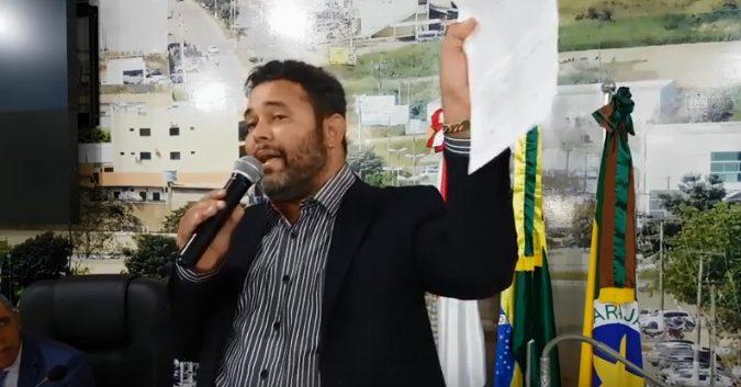 Vereador Anderson Mendes na tribuna / Divulgação