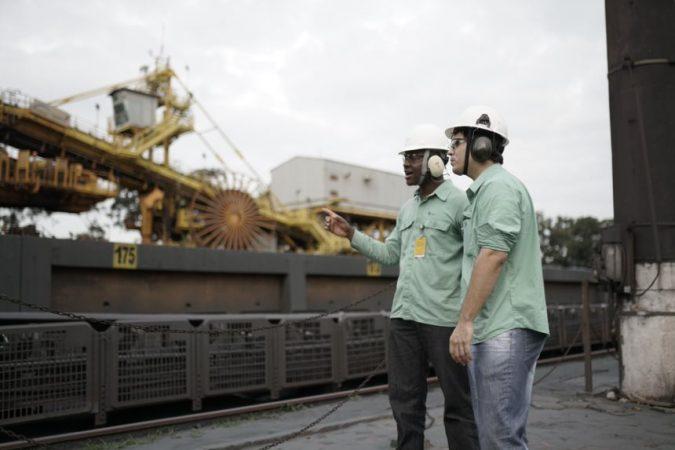 Jean Jorge e Miller Gusmão, que começaram a carreira como estagiários, no Complexo de Tubarão, em Vitória Foto: Divulgação / Vale