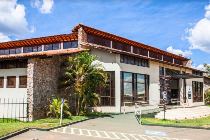 A Casa da Cultura é um centro cultural mantido pela Vale e oferece atividades gratuitas a comunidade
