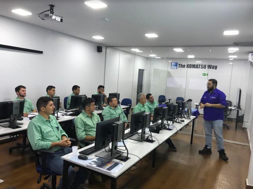 Operadores de equipamentos da Vale participam de treinamento sobre transporte autônomo