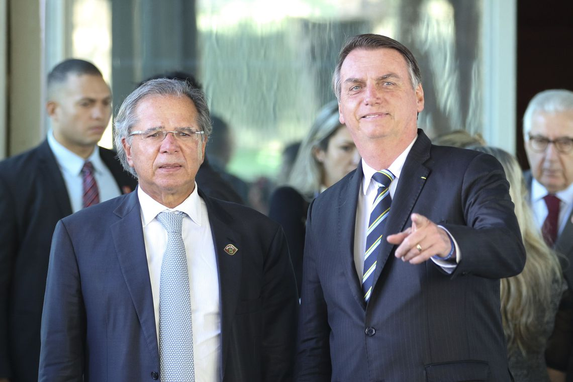 O presidente Jair Bolsonaro fala à imprensa após reunião com o ministro da Economia, Paulo Guedes, no ministério. / Fabio Rodrigues Pozzebom/Agência Brasil